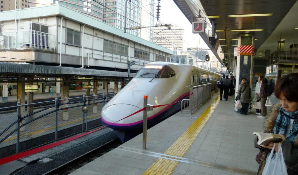 Скоростной 'поезд-пуля' серии Е2