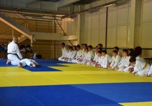 Тренировка в детском спортивно-оздоровительный айкидо-лагере на море