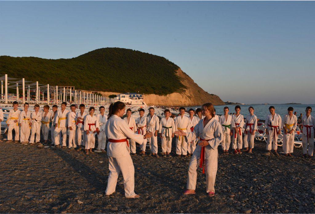 Детский спортивно-оздоровительный айкидо-лагерь,тренировка у моря