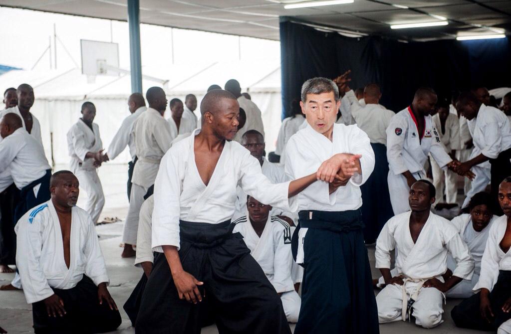 Сэки сихан проводит первый международный семинар по айкидо Айкикай в Конго