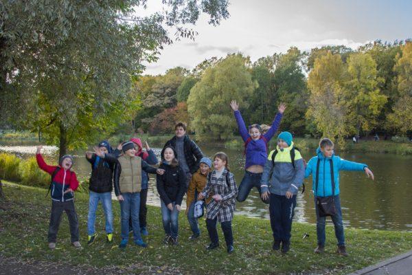 Прогулка ребят из айкидо лагеря в Ботаническом саду