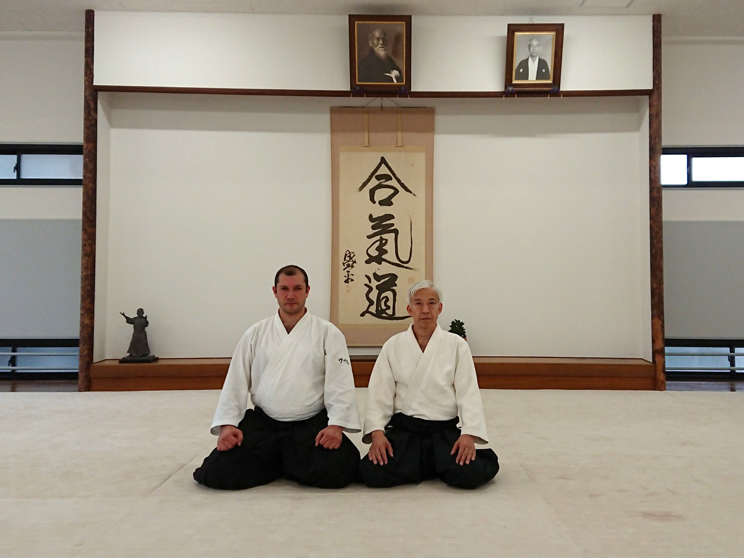 В.И.Грачёв с Айкидо Досю Моритэру Уэсибой в Айкикай Хомбу Додзё, Токио